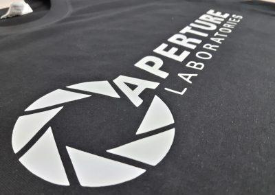 logo na koszulce