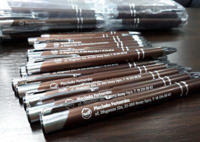 nest bank długopisy