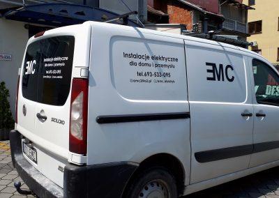 usługi elektryczne reklama na aucie