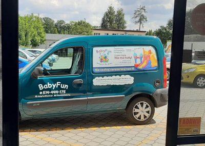 reklama firmy na samochodzie